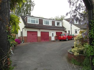 self-contained flat in lovely location,3mls from Exeter-airport,secure parking.