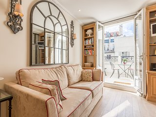 One bedroom with private terrace by Place des Vosges