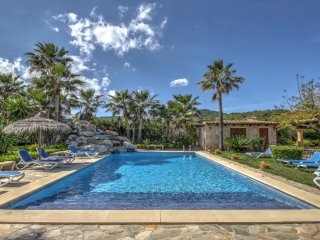 Luxury villa with large pool and spacious gardens