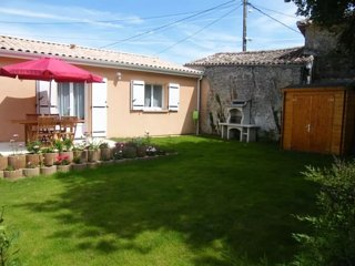 House - 3 km from the beach, Jonzac