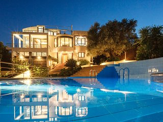 Villa Joy, Sleeps 8, Chania Town