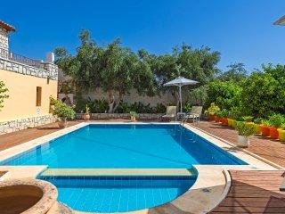 Villa Myrrini - Classy Villa with panoramic view & private swimming pool.