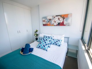 Two Bedder for 6 ppl! Central CBD with Pool. 16, Melbourne