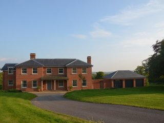 Large House/Stunning Views/5 Double Bedrooms/4 Bathrooms/Sleeps 10, Stonegate