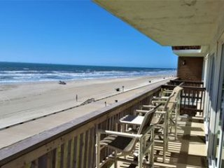 A TRUE BEACHFRONT WITH AN ACTUAL FULL ON PANORAMIC VIEW OF THE BEACH AND OCEAN!