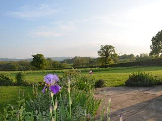 Large House/Stunning Views/5 Double Bedrooms/4 Bathrooms/Sleeps 10/Wadhurst