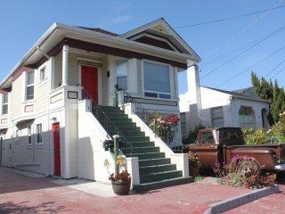 Updated apartment on Oakland/Berkeley border!