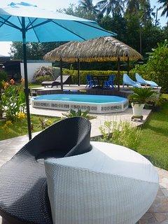 vue de la terrasse piscine et fare pote