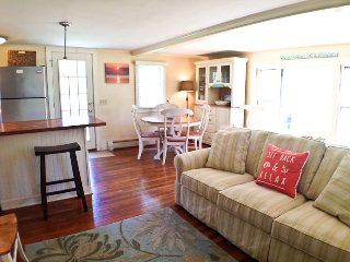 Short Walk to Beach & Affordable, sleeps 5, A/C - BR0657, Brewster