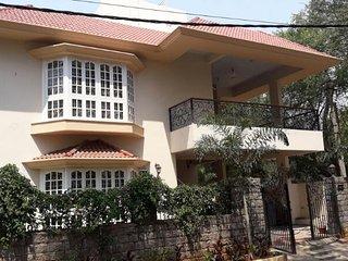 Charming English Villa in Downtown Somajiguda - 5 Bedrooms Ensuite
