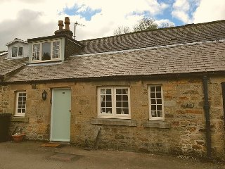 Country cottage for 2 close to stunning walks