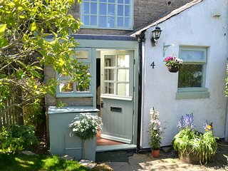 Gorgeous character cottage in stunning village overlooking Tyne & Derwent valley