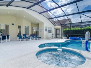 Close to Disney,beautiful 4bed/3bath luxury villa w/Pool and Game room.