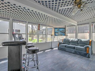 NEW! 2BR Ventura Cabin w/ Sun Porch & 3 Decks!