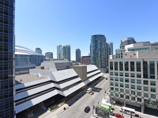 2 Bedroom in the heart of downtown, by union/MTCC, Toronto