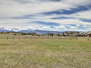 New! Cozy 2BR Grand Lake Condo w/ Rocky Mtn Views!