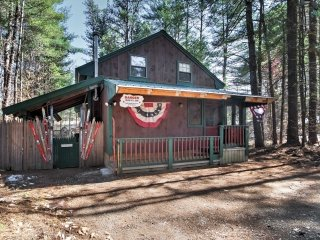 Quaint North Conway House w/ Spacious Deck & Views