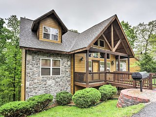 New! 6BR Branson Cabin in the Heart of Branson!