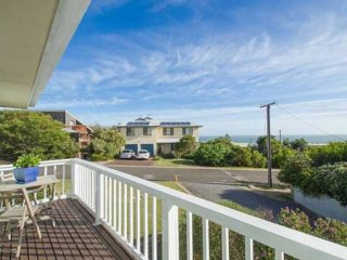 SA Holiday House: 'Boomer Rise' - Port Elliot
