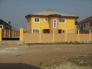 2 bedroom ensuite apartment in Lekki