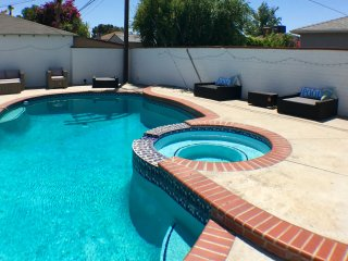 Inviting Newly Renovated Home with pool Close to Universal Studios, Los Angeles