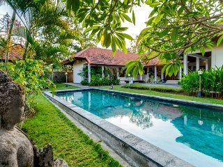 Huge villa Green Tara 4 bd close Jimbaran Bay
