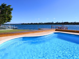 Luxury self catering waterfront apartment on the Hastings River Port Macquarie