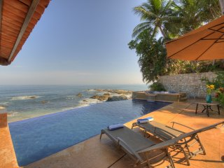 6 BR Luxury House at Conchas chinas 5 minutes away from town!, Puerto Vallarta