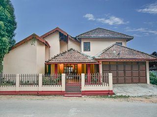Comfy abode with a fireplace, close to Bhagavati Temple