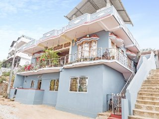 Restful 3-BR homely stay for a group, 1.2 km from Madikeri Fort