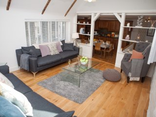 The Moorings, Back Road West - Modern Open Plan Cottage - Sleeps 8 with Parking