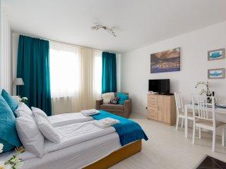 SunResort Deluxe Studio Apartment for 2-4