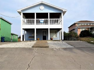 3 bedroom 2 bath remodeled home just a short walk to the beach!