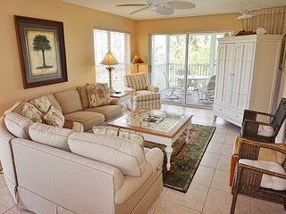 Comfortable bayside villa with easy dock access