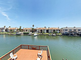 4BR Townhouse on Canal w/ 3 Decks & Private Dock
