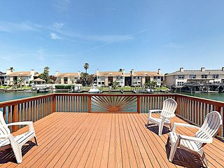 Prime Outdoor Entertaining! Canal-front 4BR w/ 3 Decks & Private Dock