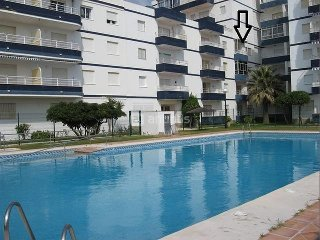 FRENTE AL MAR,A PIE DE PLAYA,PISCINAS,PLENO CENTRO,ASCENSOR,WIFI,TERRAZA,PARKING