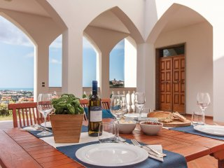 Exclusive Villa with Spectacular Panoramic Views - Excellent location.
