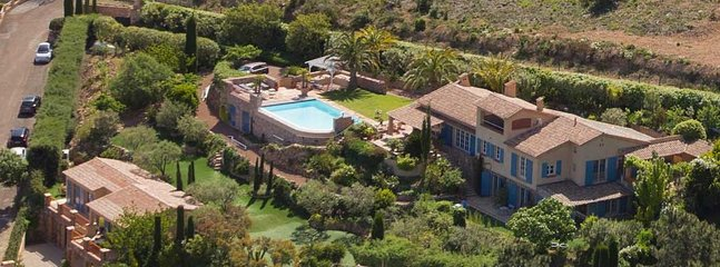Huge 3,000 sqm propertywith several garden segments, pool, sun deck, putting green for golf lovers