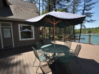 Luxury Lakefront LOCATION! 50yds>Marina Beach 2-Master Suites Dock Near Yosemite