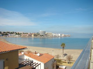 Dúplex semi nuevo a pie de playa, L'Escala