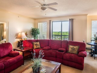 Spacious 4BR/3BA Margate Tower. Sleeps up to 14 - Free/Upgraded Wi-Fi and Cable.