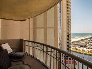Spacious-Sleeps up to 14 - Free/Upgraded Wi-Fi and Cable. Wraparound balcony!