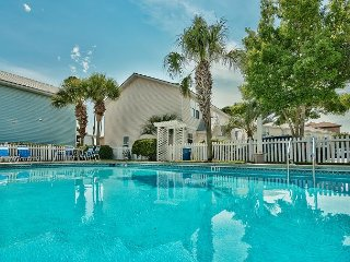 ~Community Pool~ Cottage Near Beach~Outlet Mall~Beach Front Dining +VIP Perks