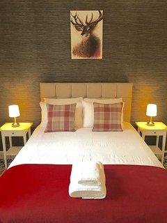 Large King Bed Room With Cashmere Pillow Top Bed And Egyptian Cotton Sheets. Plenty Storage.