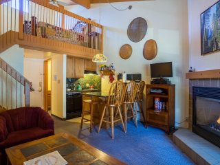 """Eagles Loft"" - Yosemite West Condo Inside the Park - Sleeps 6!!!"