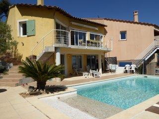 Maison 110 M² , vue mer, piscine 8m X 4m, à Hyères, 3 chambres, 3 salles de bain