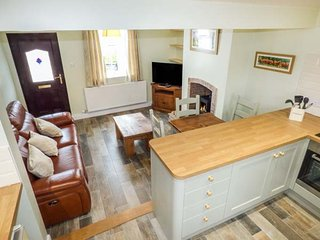 FRAN'S COTTAGE, woodburner, open living plan, Ref 954015