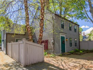 Charming vintage home in Harbor Village with furnished patio & gas grill!, Newburyport
