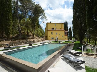 VILLA FEBEA, PRIVATE VILLA WITH HEATED SWIMMING POOL AND CHURCH